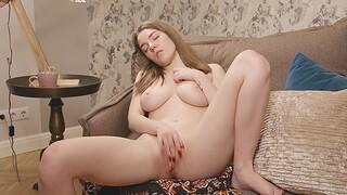 Busty solo model Kiere enjoys fingering her orgasmic snatch